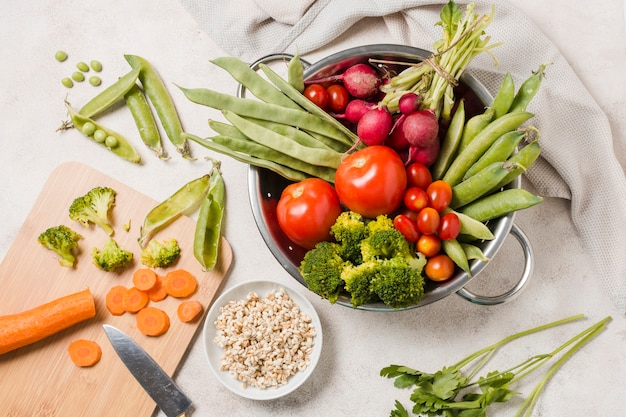 Flat lay of bowl of healthy food Free Photo