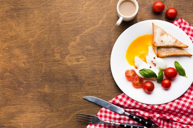 Flat lay breakfast composition with copyspace Free Photo