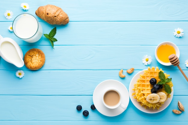 Flat lay breakfast table with copyspace Free Photo