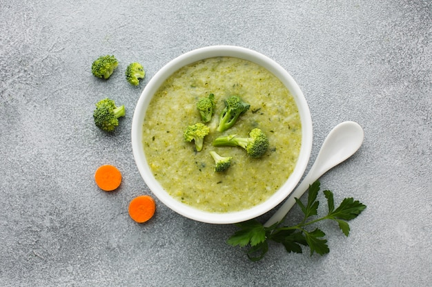 Flat lay broccoli and carrots bisque Free Photo