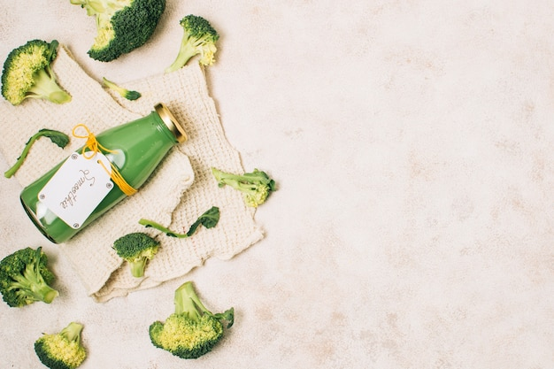 Flat lay broccoli smoothie with copy space Free Photo