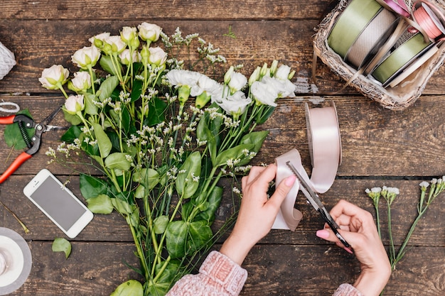 Flat lay bunch of flowers on the table Free Photo