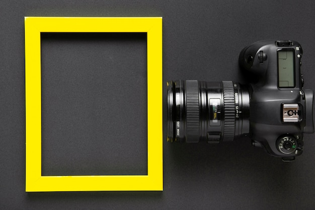 Flat lay of camera and frame with copy space Free Photo