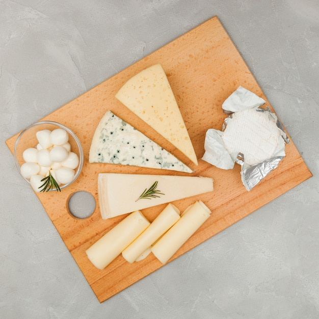 Flat lay cheese composition Free Photo