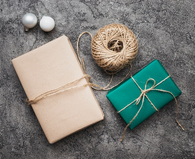 Flat lay of christmas gifts on marble background Free Photo