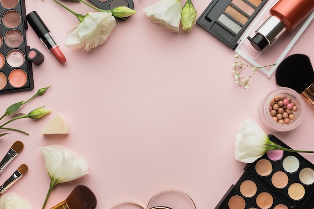 Flat lay circular frame with pink background Free Photo
