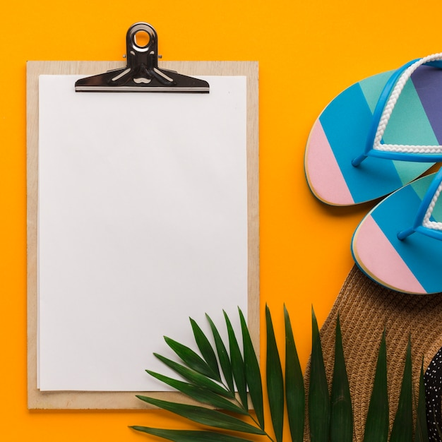 Flat lay clipboard with beach concept Free Photo