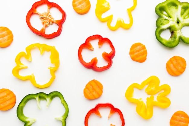 平置き野菜のカラフルなアレンジ Premium写真