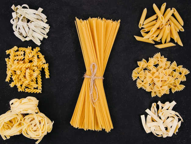Flat lay composition of different types of pasta Free Photo