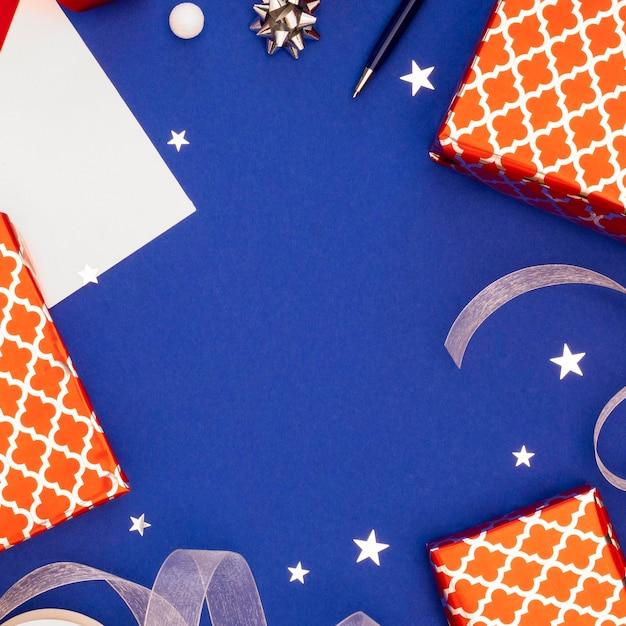 축제 포장 된 선물의 평면 위치 구성 무료 사진