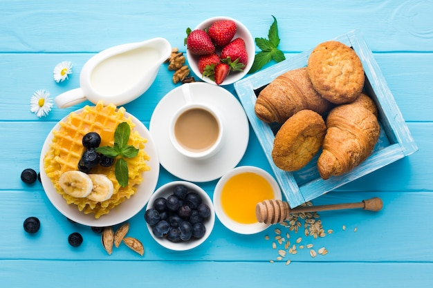 Flat lay composition of a tasty breakfast table Free Photo