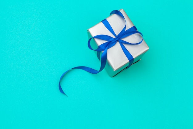 Flat lay composition with beautiful gift box Premium Photo