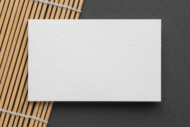 Визитная карточка с копией пространства на столе Бесплатные Фотографии