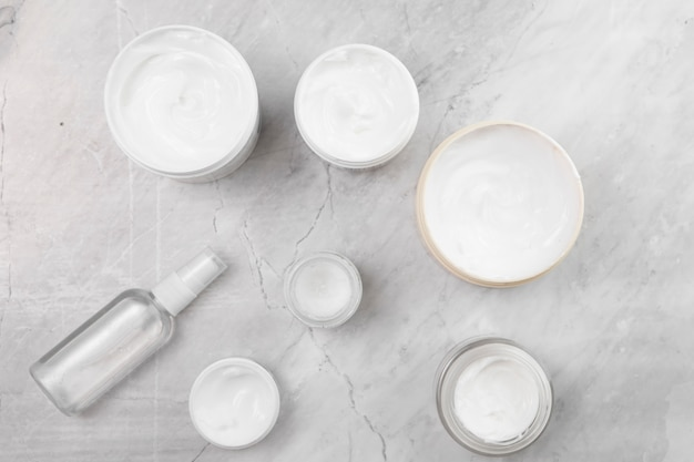 Flat lay of cream boxes on marble background Free Photo