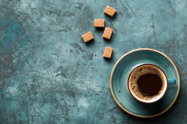 コピースペースのあるフラットレイアウトの創造的なコーヒーアレンジ 無料写真