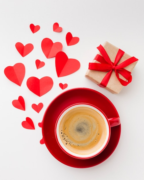 Flat lay of cup of coffee with valentines day present Free Photo