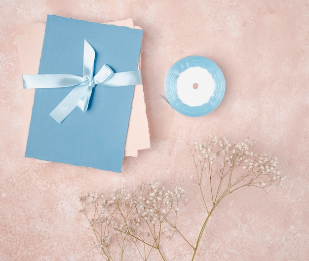 Flat lay decoration for wedding with envelopes Free Photo