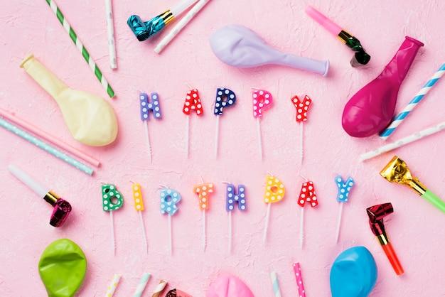Decorazioni piatte con candele e palloncini Foto Gratuite
