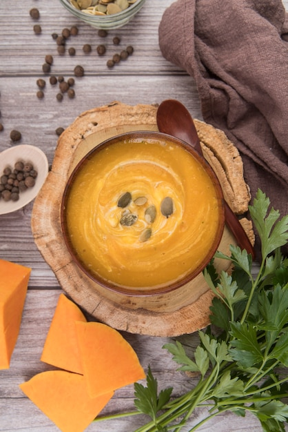 Flat lay delicious cheese and cream soup Free Photo