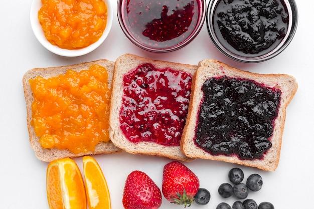 Плоско выложить вкусное варенье на хлеб Бесплатные Фотографии