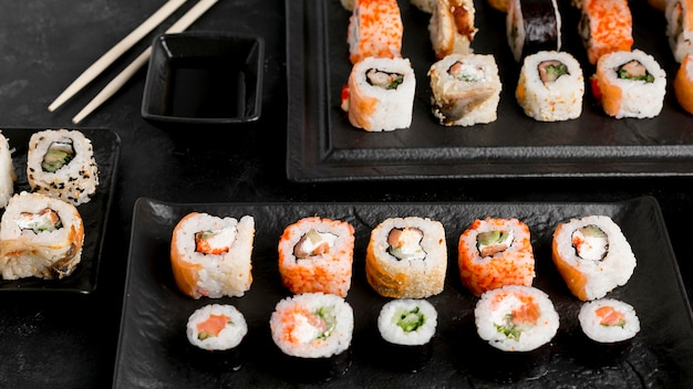 Flat lay delicious sushi and sauce Free Photo