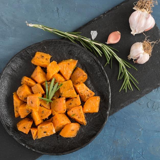 Плоское вкусное блюдо из сладкого картофеля Бесплатные Фотографии