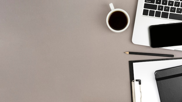 Flat lay of desk concept with copy space Premium Photo