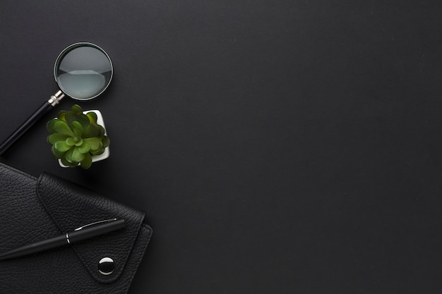 Flat lay of desktop with agenda and magnifying glass Free Photo