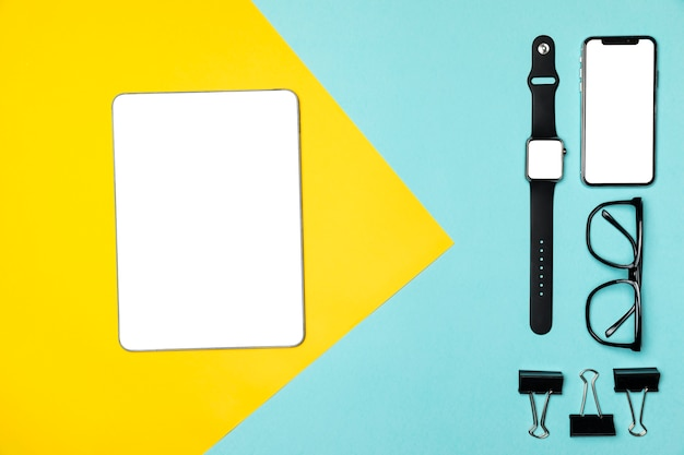 Flat lay devices on colourful background Free Photo