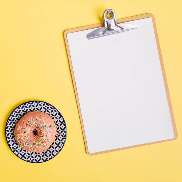 Flat lay donut composition with clipboard Free Photo