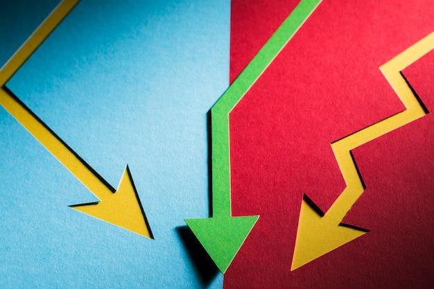Cris piatto economia laica indicato da frecce Foto Gratuite