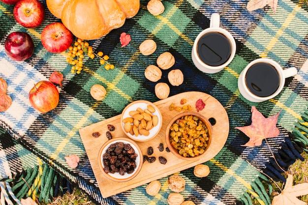 Flat lay fall season meal on picnic blanket Free Photo