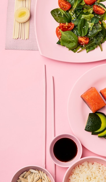 Dieta flessitaria piatta con insalata Foto Gratuite