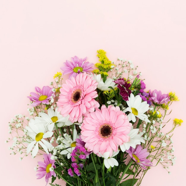 Flat lay flowers bouquet on pink background Premium Photo