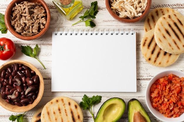 Плоская планировка еды с блокнотом Бесплатные Фотографии