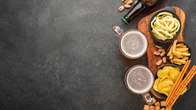 ビールとスナックとフラットレイフレーム 無料写真
