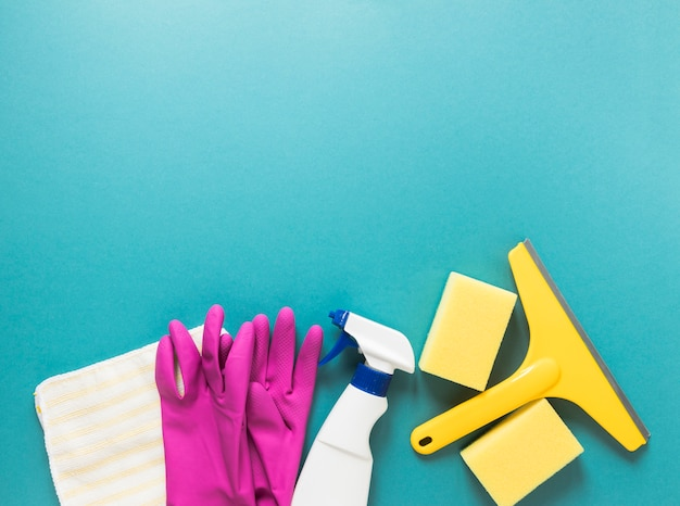 Flat lay frame with cleaning products and blue background Free Photo