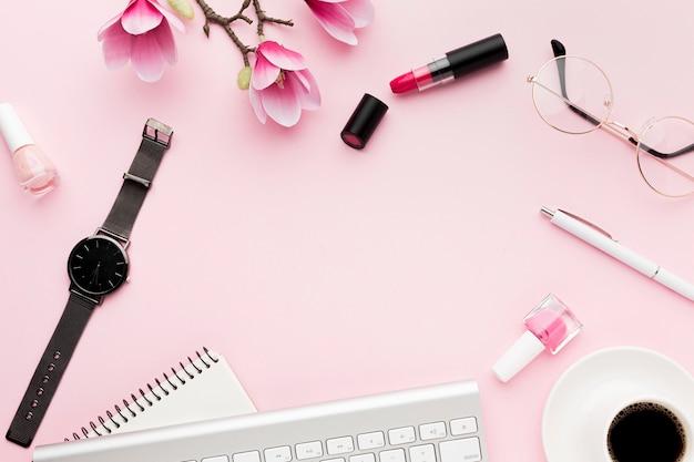 Плоская рамка с клавиатурой и копией пространства Premium Фотографии