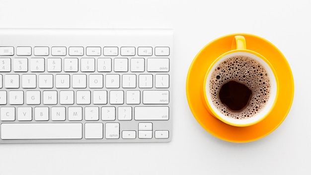 Flat lay frame with keyboard and coffee Premium Photo