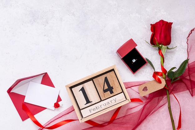 Flat lay frame with rose and engagement ring Free Photo