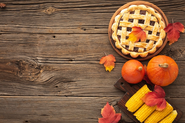 Flat lay frame with tasty pie and corn Free Photo