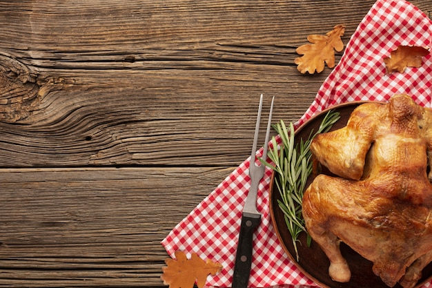 Flat lay frame with turkey and wooden table Free Photo