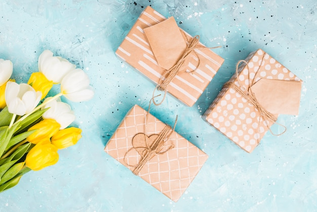 Flat lay gift concept Free Photo