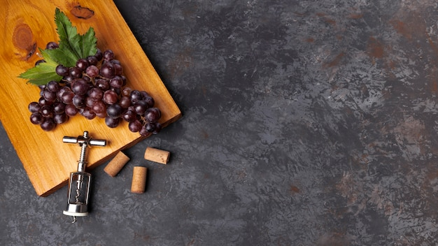 Flat lay grapes on wooden board with copy space Free Photo