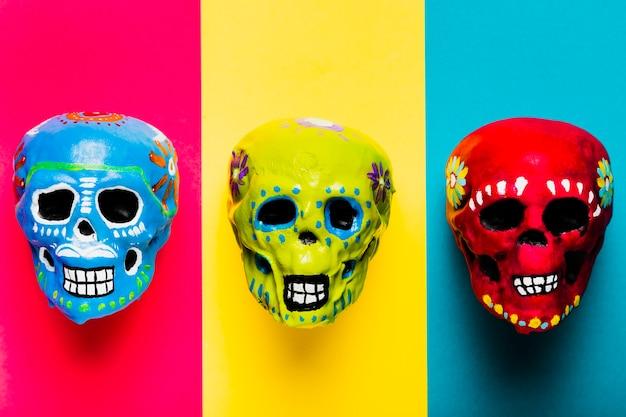 Flat lay halloween arrangement with skulls Free Photo