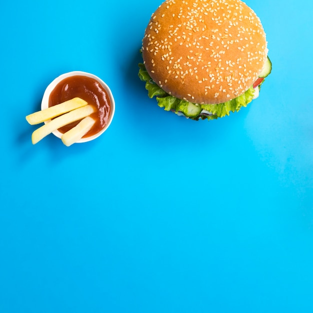 Flat lay of hamburger with copy space Free Photo