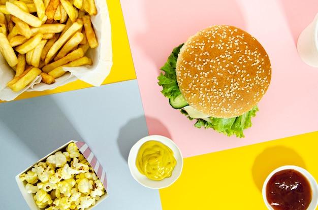 Flat lay of hamburger with popcorn Free Photo