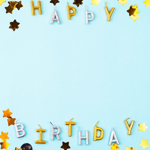 Cornice piatta candele di buon compleanno Foto Gratuite