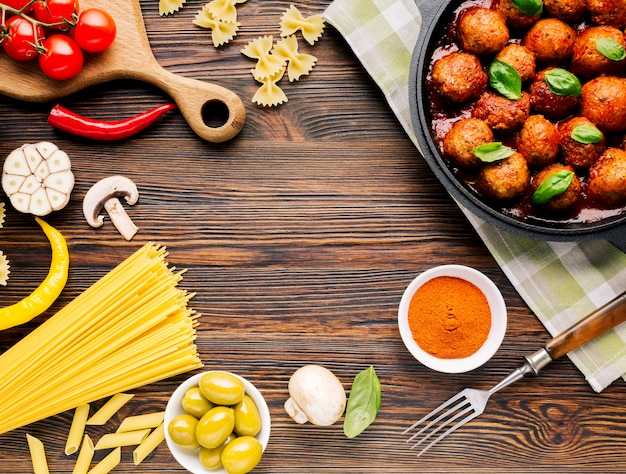 Flat lay italian food composition with copyspace Free Photo