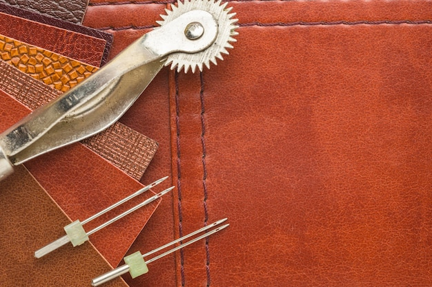 Flat lay of leather with needle and copy space Free Photo